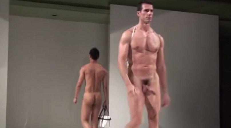 Momento desnudo subliminal gay