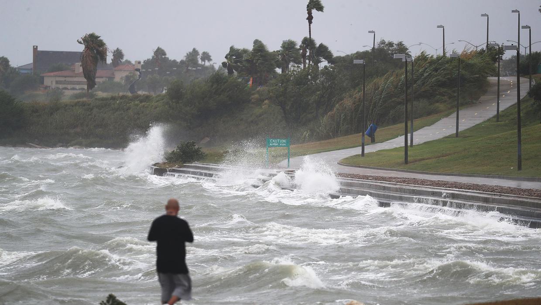 huracan_harvey_gay_0 insinúan que el huracán harvey es un castigo por tener un alcalde