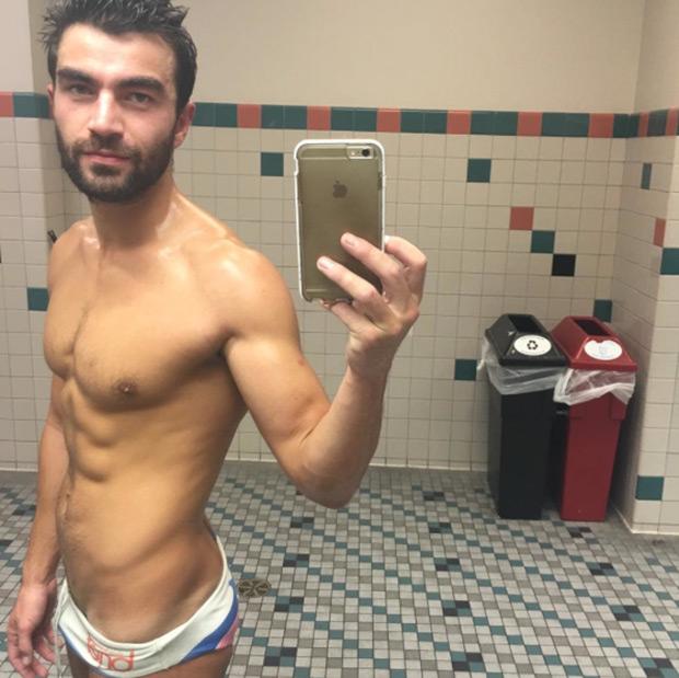 Visibilidad Que Gay Nadador Río Amini FonuaEl Lucha La En 2016 Por hsQrtCxdB