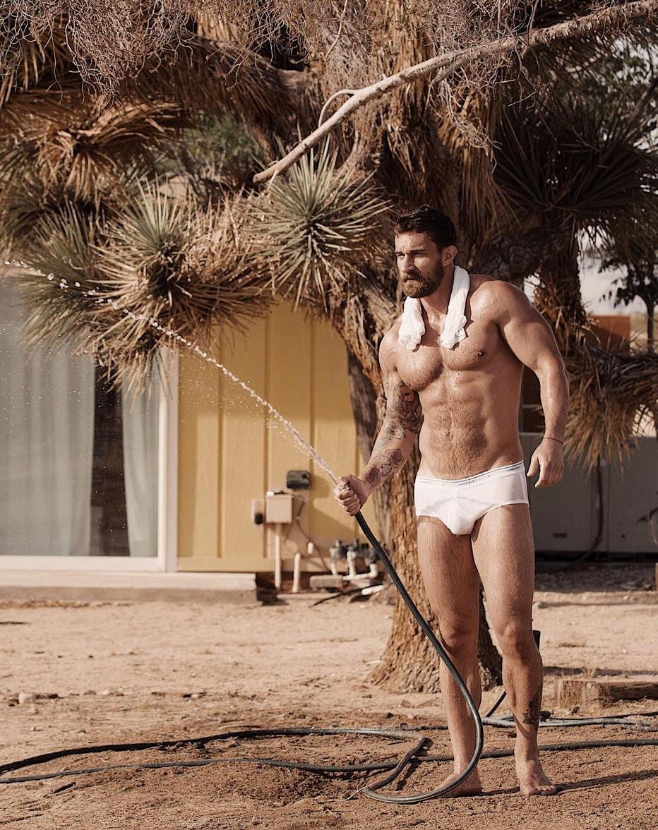 Alexander Abramov, todo un chulazo desnudo para 'Uncovered'