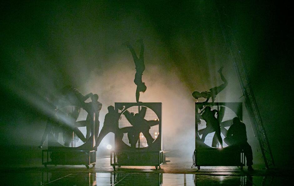 Eneida', un proyecto de LaJoven que une teatro, circo, danza y perreo en  Madrid - ShangayShangay